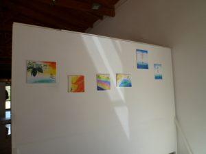 ダモンは私の絵をギャラリーの一角に飾ってくれました