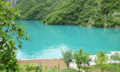 セルリアンブルーの河の色