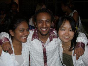 留学生のお祭りの企画に参加していっそう仲良くなったエチオピアとスリランカからの留学生
